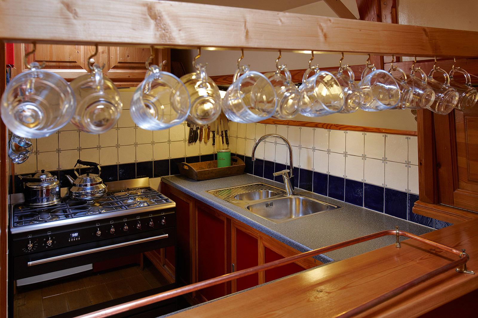 Zeilschip de albatros voor uw zeilvakantie over ijsselmeer friesland of de waddenzee - Kombuis keuken ...